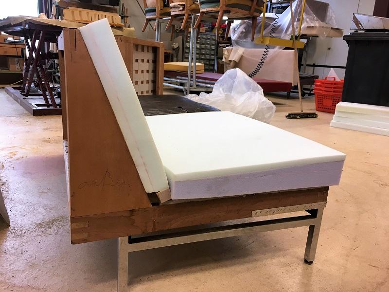 Stuhl polstern amazing eames plastic chair von vitra sitzkissen stuhl polstern material with - Stuhle selber polstern ...